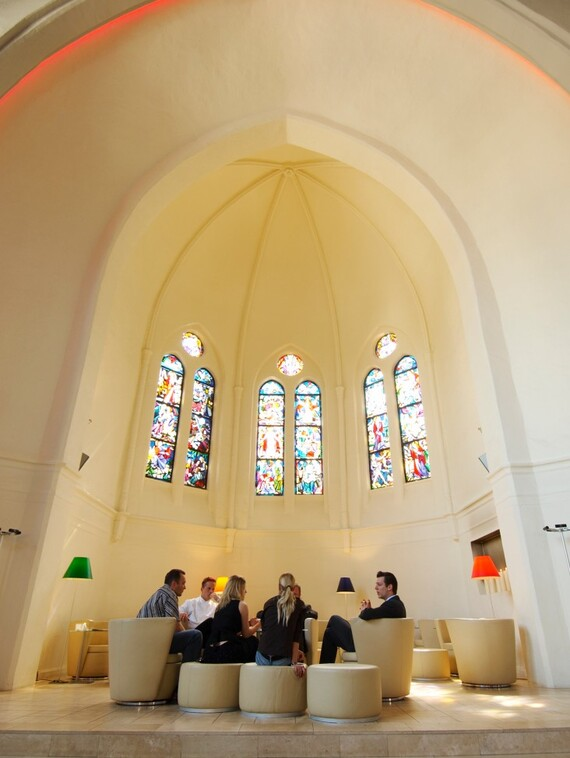 //www.vaillant.ua/media-master/global-media/vaillant/architects-planners/references/martini-church/reference-de-martinichurch-pictureinterieur2-336793-format-3-4@570@desktop.jpg