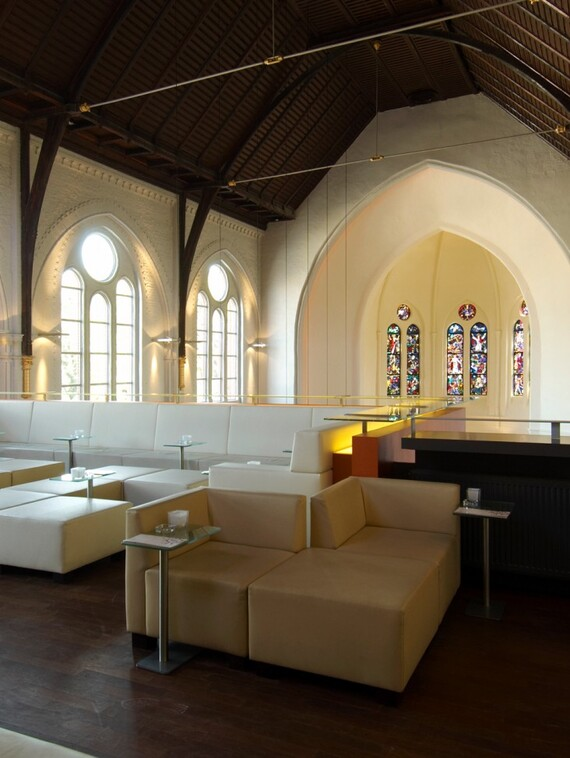 //www.vaillant.ua/media-master/global-media/vaillant/architects-planners/references/martini-church/reference-de-martinichurch-pictureinterieur4-336795-format-3-4@570@desktop.jpg