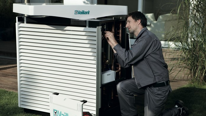 //www.vaillant.ua/media-master/global-media/vaillant/promotion/professionals/prof11-4473-01-45429-format-16-9@696@desktop.jpg